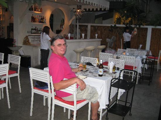 La Residence Bangkok: Take a Seat Cafe