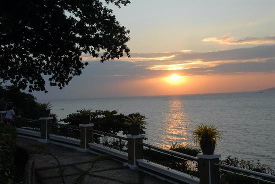 Asia Pattaya Hotel: Sunset from the hotel garden