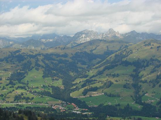 Hotel Post AG Zweisimmen: View from Rindelburg gondola