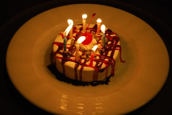 Rawi Warin Resort & Spa: birthday cake - surprise from the staff