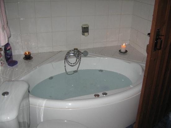 Linos Inn : The jacuzzi