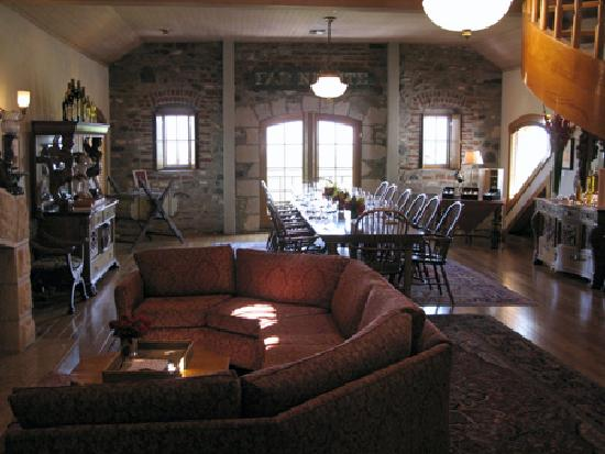 Far Niente Winery: The reception area and tasting table.