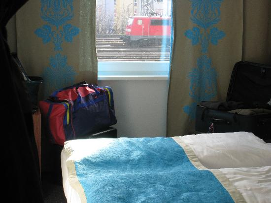 Motel One Nuernberg-City: Blick aus dem Zimmer