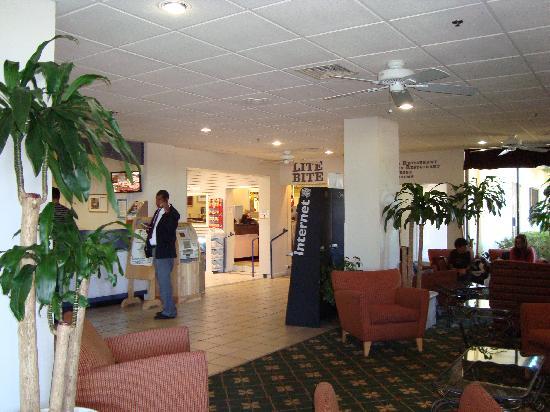 Rosen Inn: Lobby R'way Inn