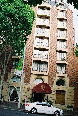 Sir Stamford at Circular Quay Hotel Sydney: Front of the Hotel