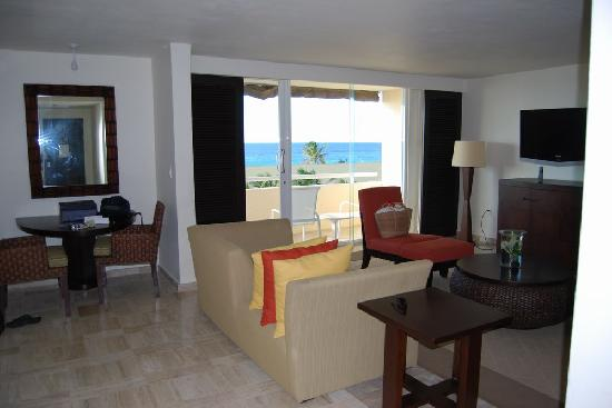 Room 1408 - Ocean Suite living room - Picture of Presidente Inter ...