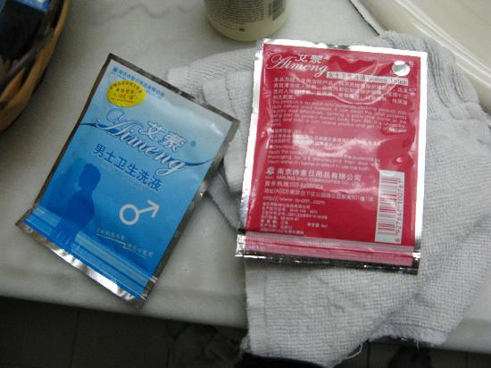 Jinjiang Inn Bell & Drum Tower: Part of the pleasure kit- cleansing wipes.