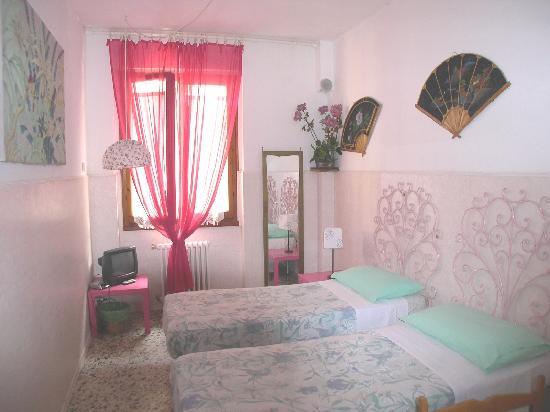 Leonardo's Rooms Locanda Nova B&B: habitacion romantica dos camas