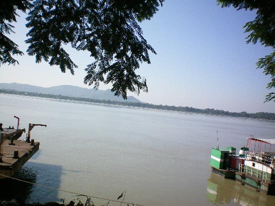 Assam, India: Brodest river in Asia - Mighty Brahmaputra