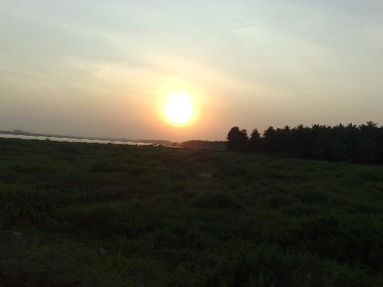 Jaladhama Resort: Belendur Lake Sunset View