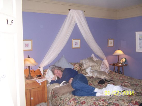 Au Manoir de la rue Merry:                   Lovely Room and Lovely Wife Mary Jean