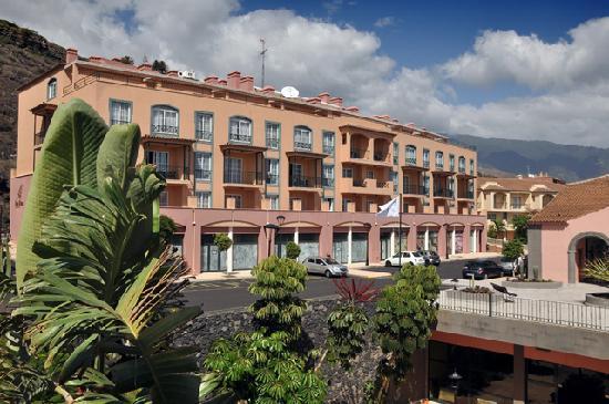 Hotel Las Olas: Exterior view