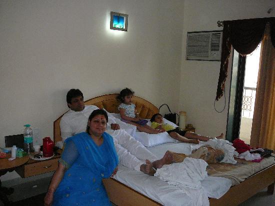 Hotel Sai Moreshwar : Homely