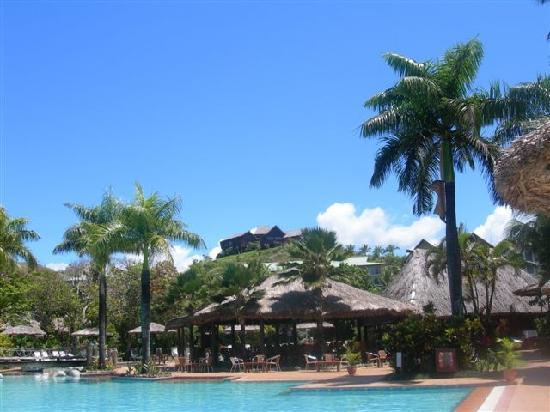 Outrigger Fiji Beach Resort: Baravi Poolside Bar (Chapel in background)