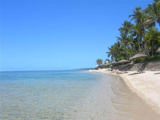 Outrigger Fiji Beach Resort: Beach at Outrigger
