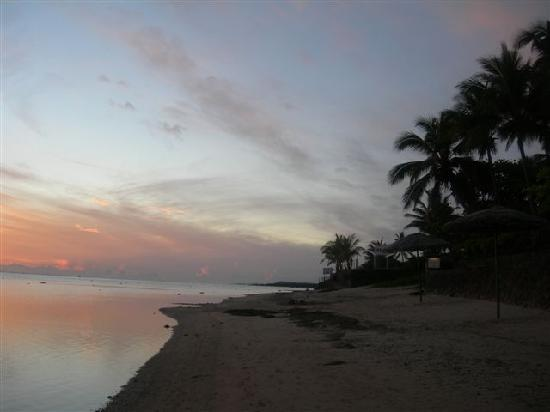 Outrigger Fiji Beach Resort: Outrigger Sunset