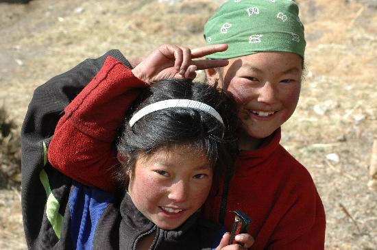 Khumbu, Nepál: simple & happy nepalese girls