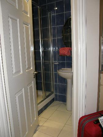 Earls Court Studios: double studio. bathroom