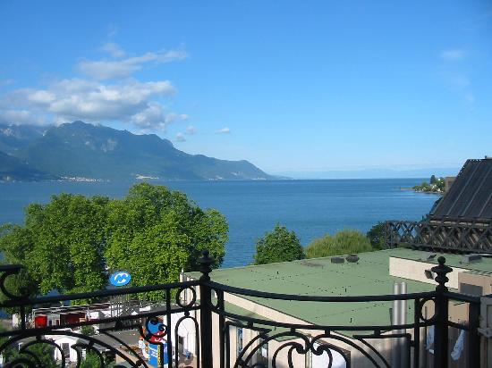 Fairmont Le Montreux Palace: West view from our balcony.