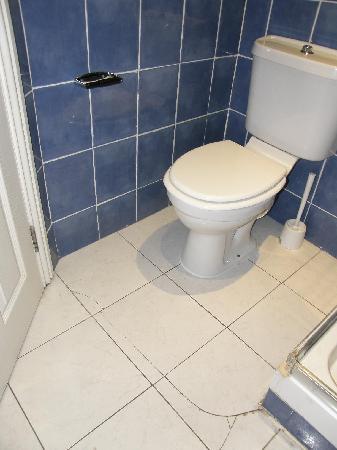 Earls Court Studios: double studio. bathroom