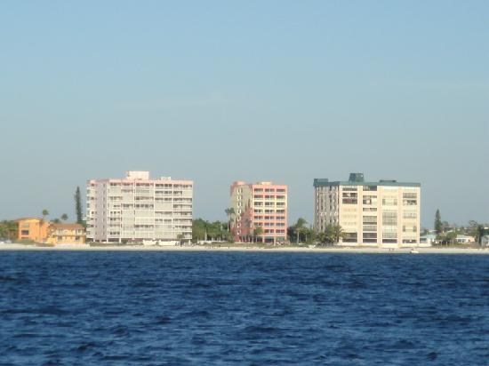 Casa Playa Resort: Hotel view from Boat (middle)