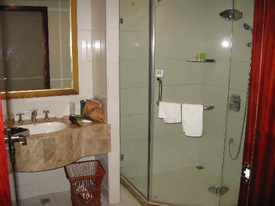 Royal Hotel : nice bathroom