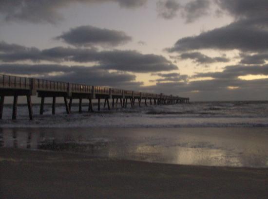 Holiday Inn Express - Jacksonville Beach : sunrise over jacksonville beach pier