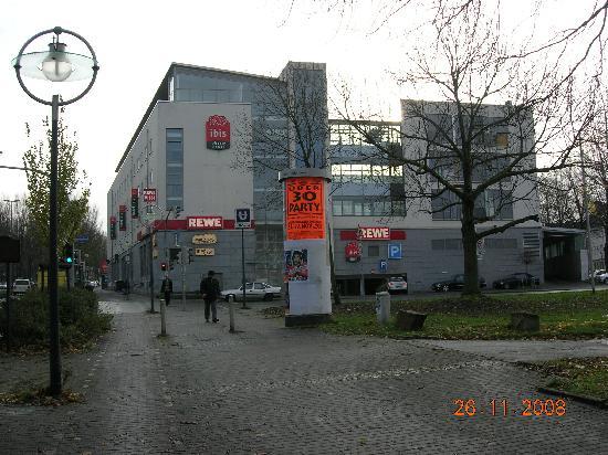 Ibis Dortmund City: Back side view