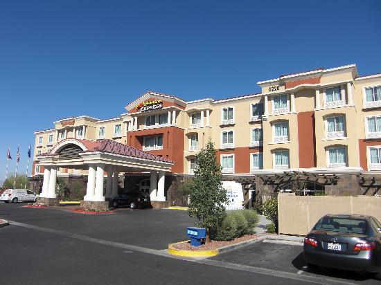 Holiday Inn Express Hotel and Suites Las Vegas 215 Beltway: Aussenansicht