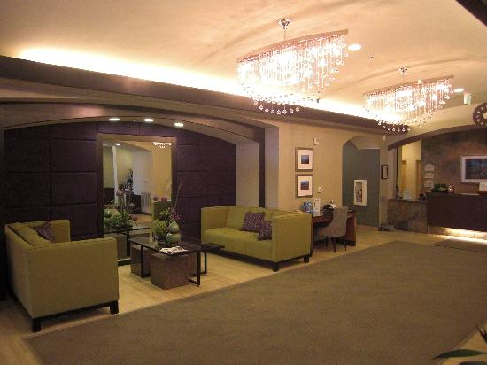 Holiday Inn Express Hotel and Suites Las Vegas 215 Beltway: Lobby
