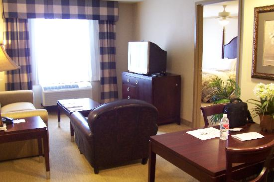 Homewood Suites by Hilton Albuquerque Airport: Wohnzimmer