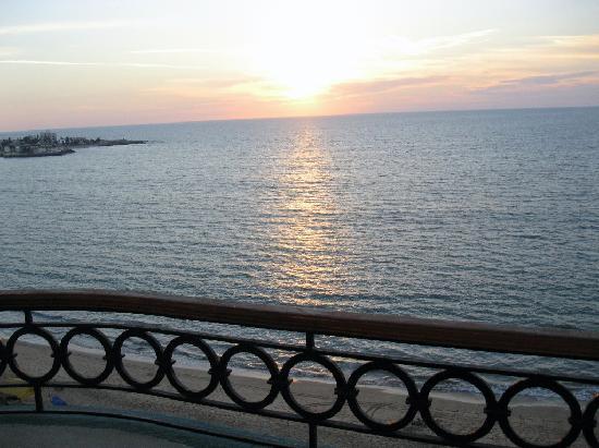 Hotel Plaza Marina Mazatlan: View of sunset from balcony