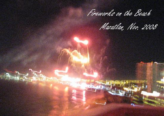 Hotel Plaza Marina Mazatlan: Fireworks on the beach