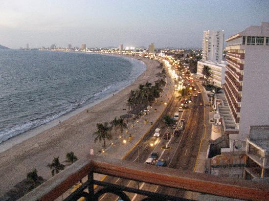Hotel Plaza Marina Mazatlan: View from balcony