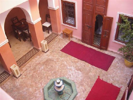 Marrakech Guesthouse Tizalia Riad: Innenhof