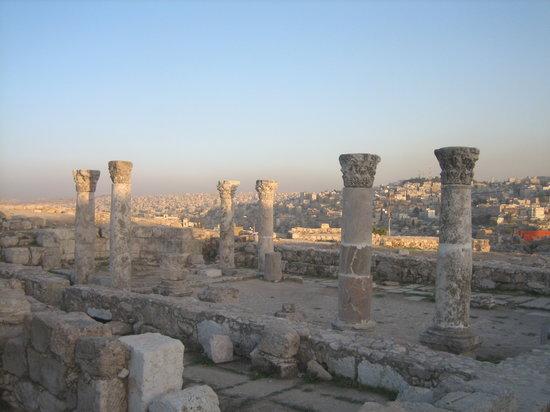 فندق ماريوت عمان: Blick von der Burg auf Amman Richtung Hotel