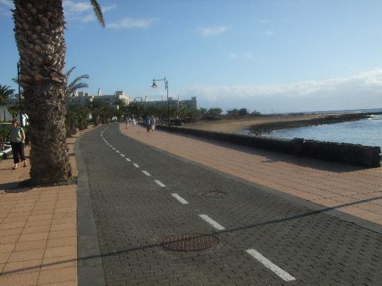 Nautilus Lanzarote: a stretch of the prom towards Arricife