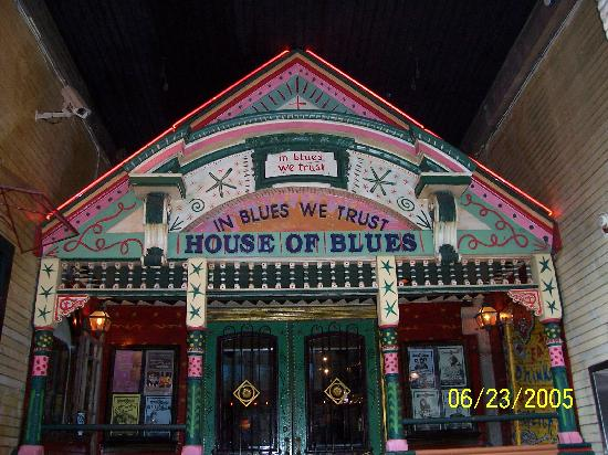 Crossroads at house of blues restaurant and bar where for New house music