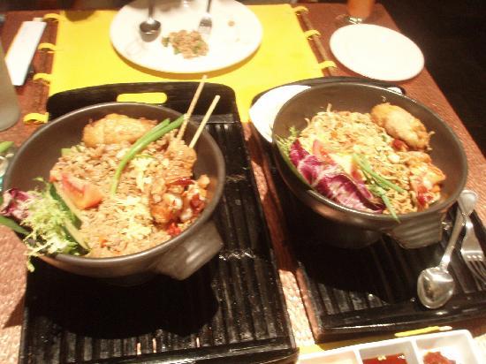 Maya Ubud Resort & Spa: ホテルで食べたナシゴレンとミーゴレン。ミーゴレンは絶品です。