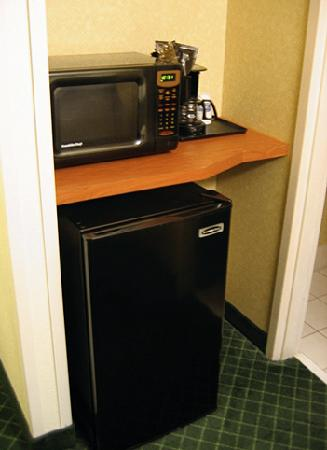 Fairfield Inn & Suites Houma: microwave, frig & hidden coffee maker