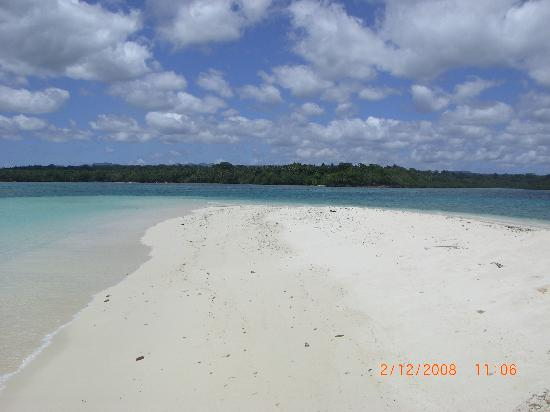 Eratap Beach Resort: The beach on the Small Island