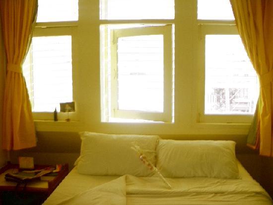 Sawasdee Sukhumvit Inn: lots of sunlight in the morning :)