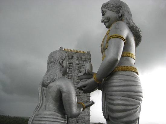 Karnataka, India: Ravana Giving the Athma Linga to Ganesha