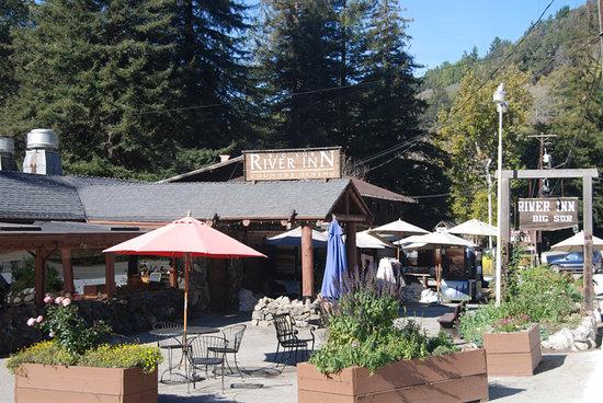 Big Sur River Inn Restaurant: Front exterior of the River Inn 12-08