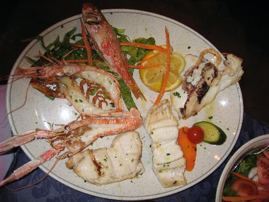 Centro Ittico Raw Fish Cafe : Grilled mixed fish