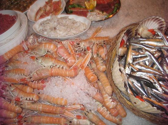 Centro Ittico Raw Fish Cafe : Fresh treats at the counter