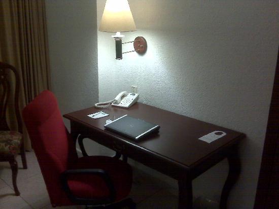 Villa Florida Hotel & Suites: TV