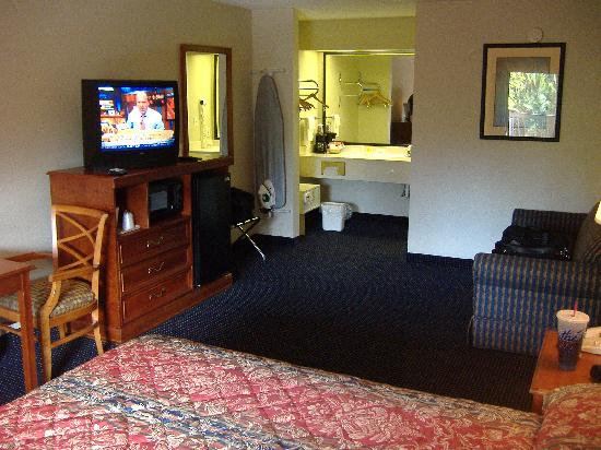 Magnuson Inn and Suites Gulf Shores: room