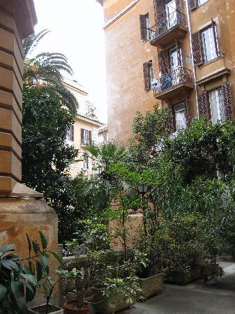 Courtyard of the B&B Savoia