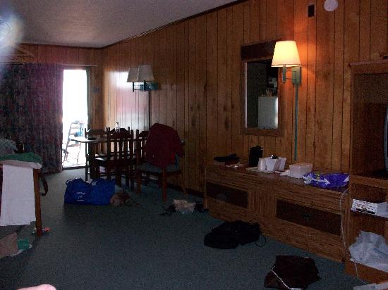 Sea Ranch Motel: the room was spacious (excuse the mess!)